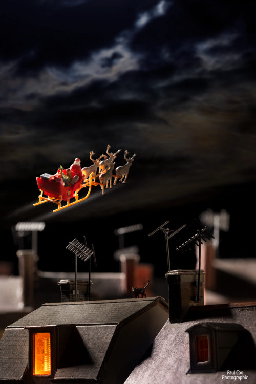 Christmas Diorama Santa Roof Tops