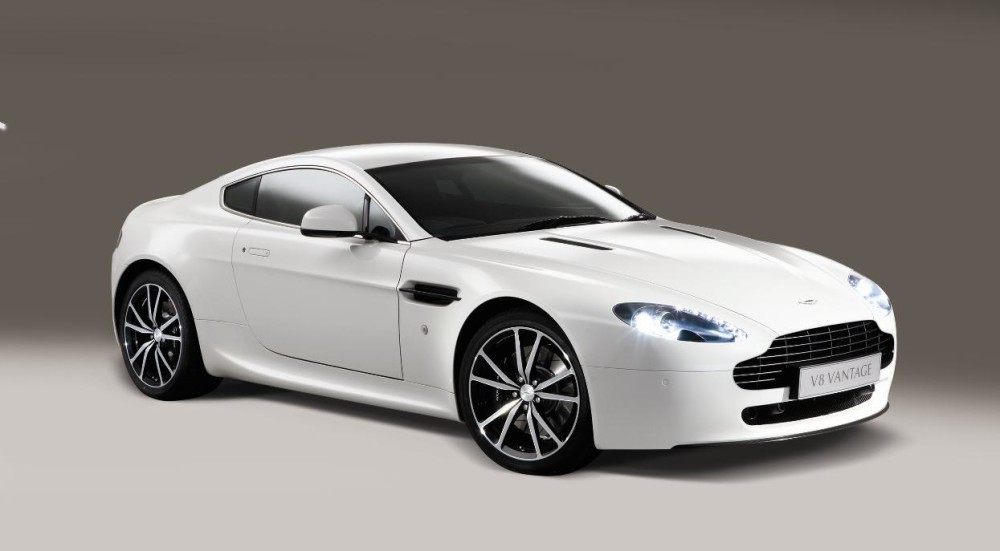 Aston-Martin_V8 Vantage_01