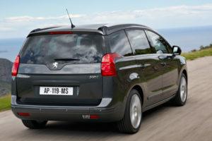 Peugeot 5008 review 2010