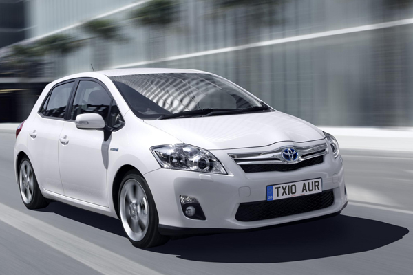 toyota auris hybrid review 2010. Black Bedroom Furniture Sets. Home Design Ideas